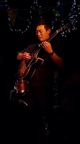 guitar-yule-sun